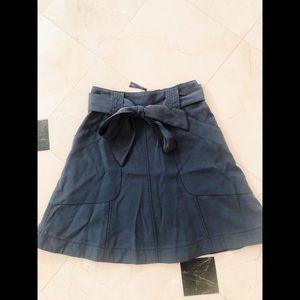 HD in Paris Size 6 forest green mini skirt w/tie!